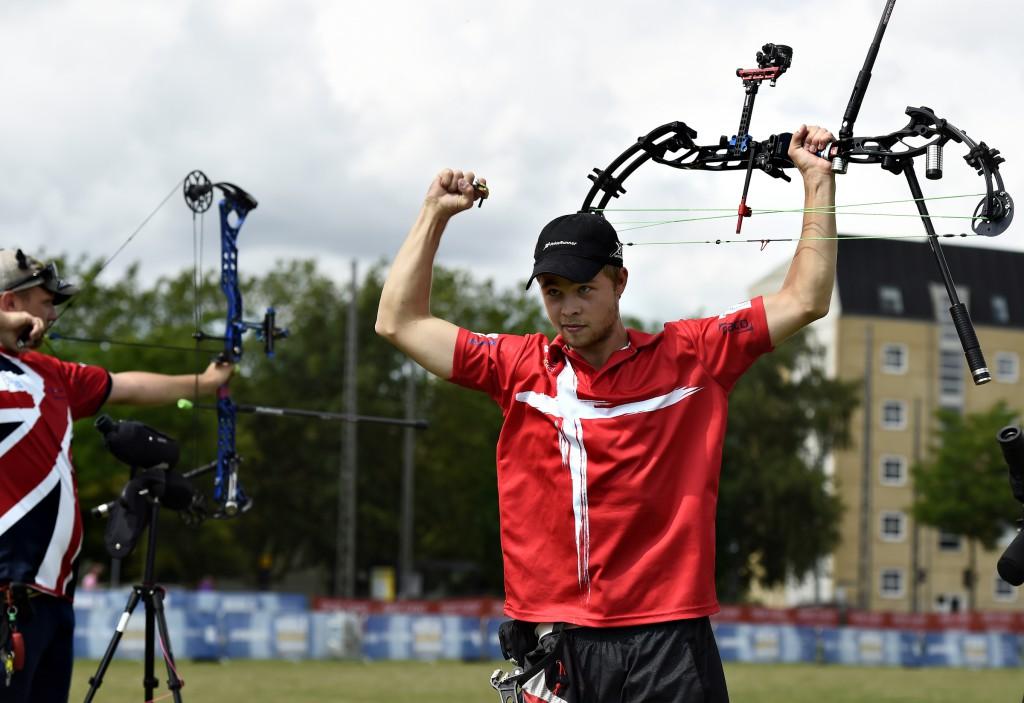 Stephan Hansen (DEN) vinder over Adam Ravenscroft (GBR) og er kvalificeret til guldfinalen. Foto: Lars Møller